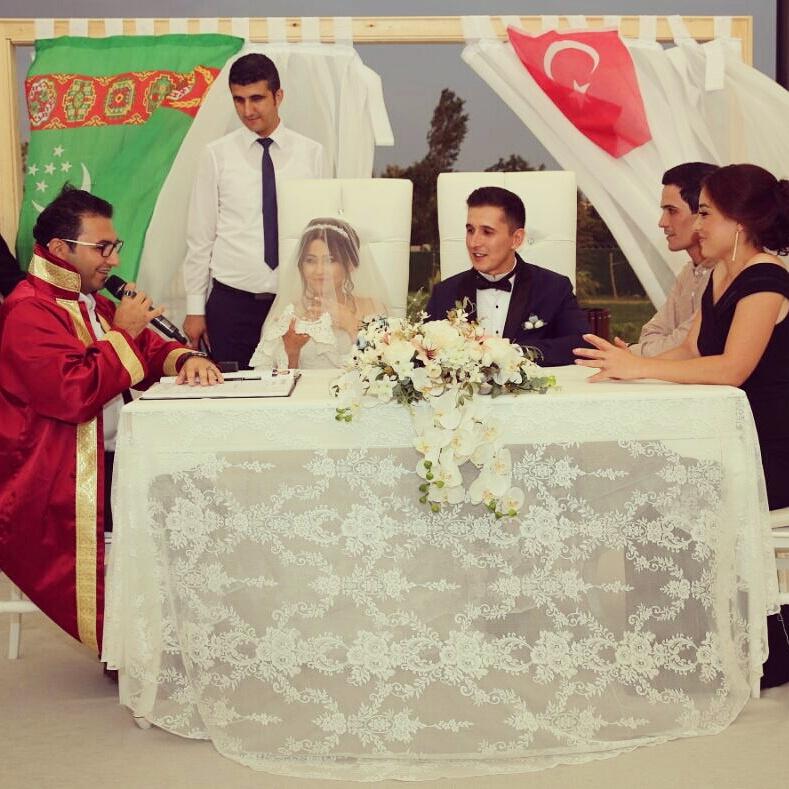 Uluslarası bir çok düğün